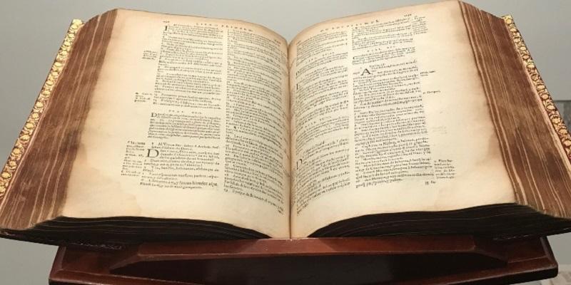 Le sobran libros ¿a la Biblia Católica?