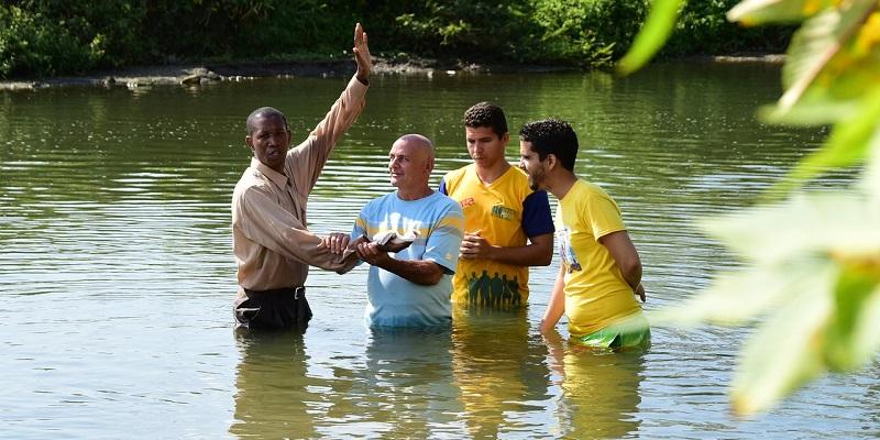 El Bautismo  De adultos y en un rio: ¿Qué dice la Biblia?