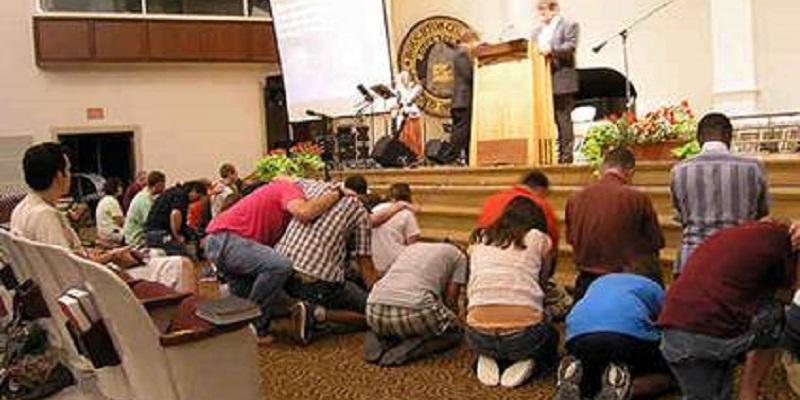 ¿Los evangélicos «adoran» a sus pastores?