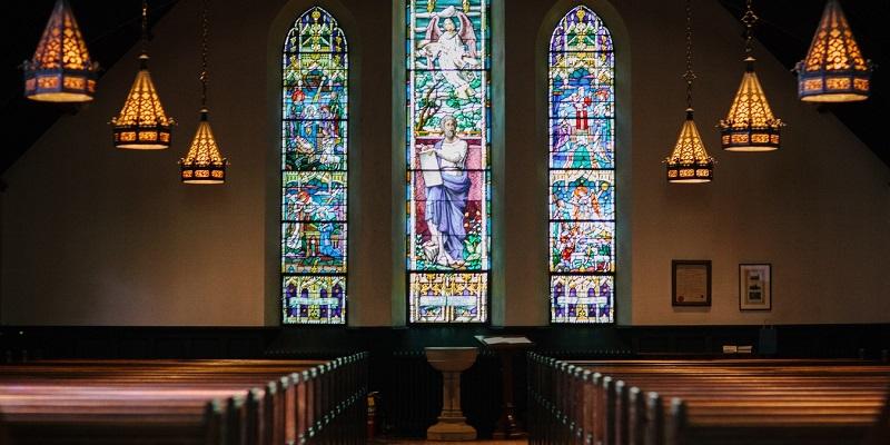 Los católicos ¿Adoramos ídolos?, un diálogo ficticio sobre un tema real