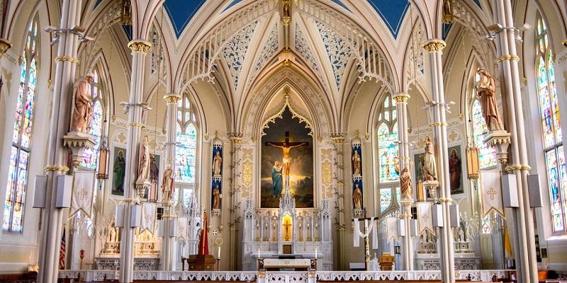¿Es verdad que los católicos adoran imágenes?